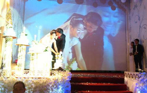 Cận cảnh đám cưới Quách Ngọc Ngoan - 4