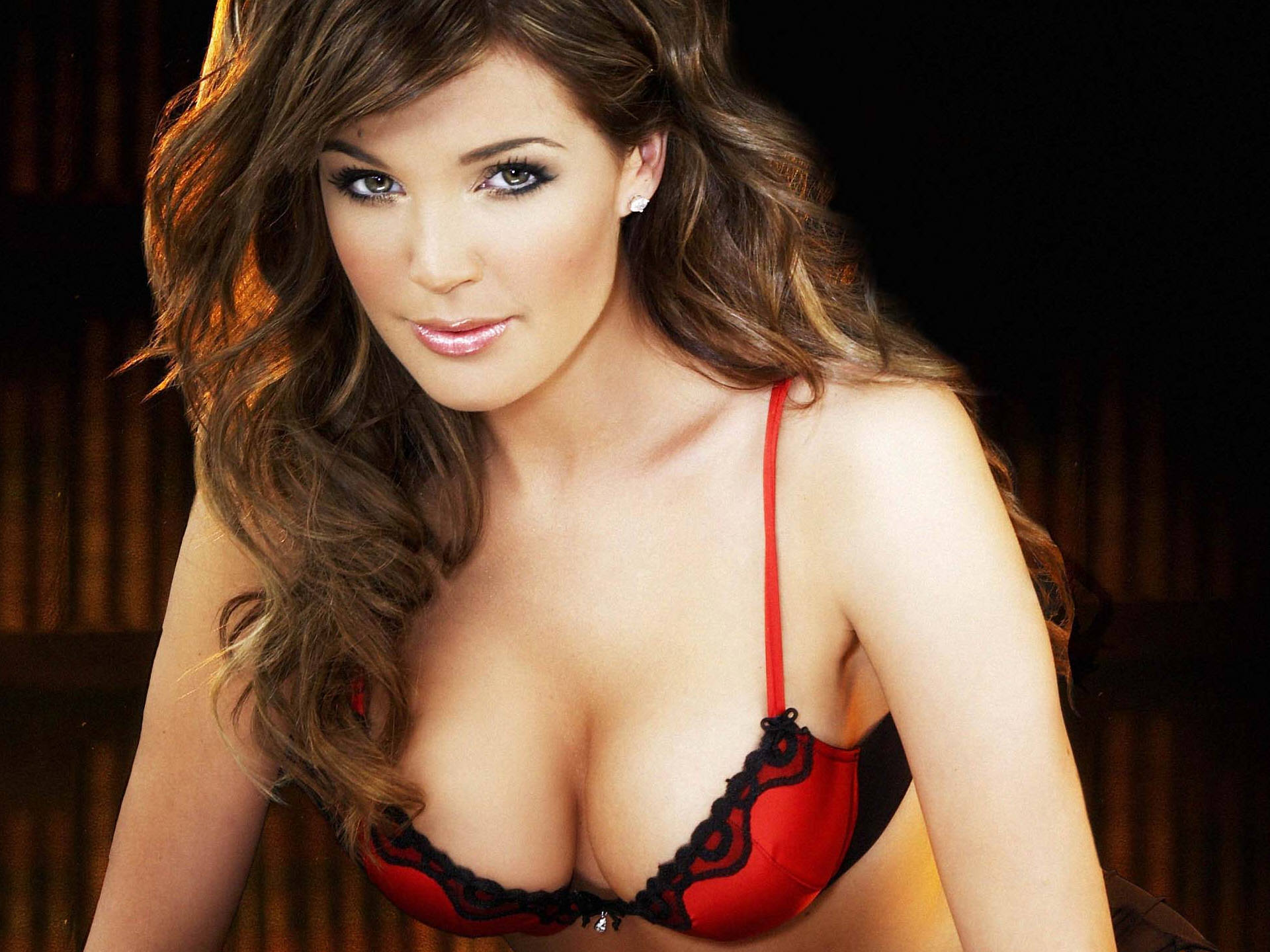Hoa hậu Anh chia sẻ bi kịch vì bơm ngực - 1