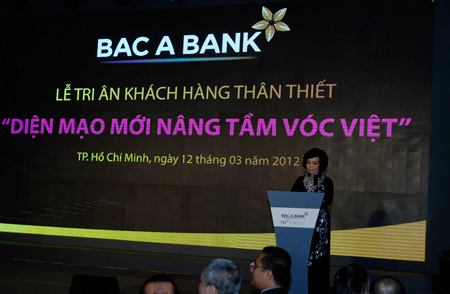 Bc  Bank cng b chin lc pht trin, Th trng - Tiu dng, 
