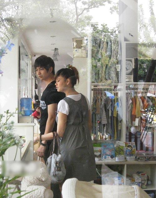 Tim đưa Quỳnh Anh đi mua đồ em bé - 3