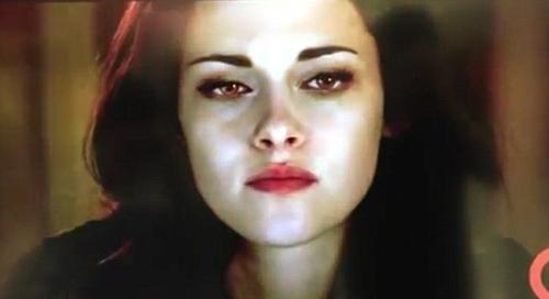 Bella gây sốt với cặp mắt ma cà rồng - 11