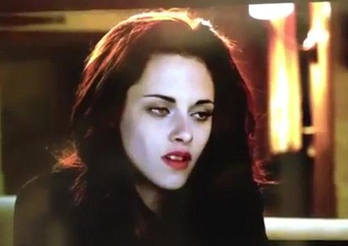Bella gây sốt với cặp mắt ma cà rồng - 4