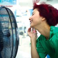 Hàng điện lạnh đang...nóng