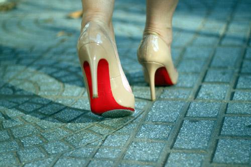 Cách đi giày màu nude đẹp & sexy - 4