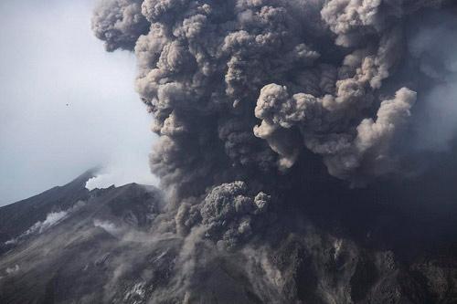 Nhật Bản: Núi lửa phun trào dữ dội - 1