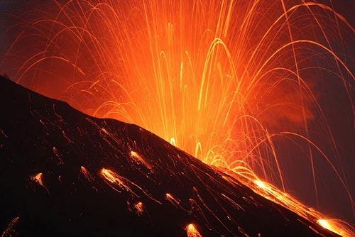 Nhật Bản: Núi lửa phun trào dữ dội - 2