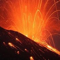 Nhật Bản: Núi lửa phun trào dữ dội
