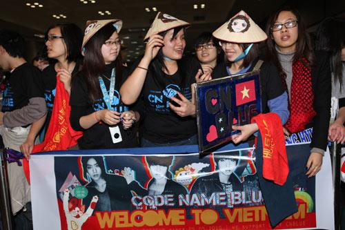 Fan Việt nức nở vì đón hụt sao Hàn - 3