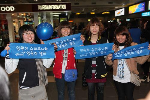 Fan Việt nức nở vì đón hụt sao Hàn - 4