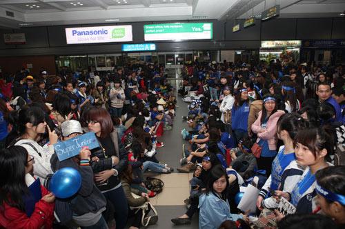Fan Việt nức nở vì đón hụt sao Hàn - 5