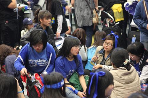Fan Việt nức nở vì đón hụt sao Hàn - 7