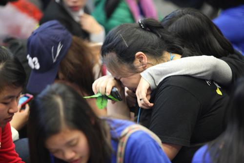 Fan Việt nức nở vì đón hụt sao Hàn - 9