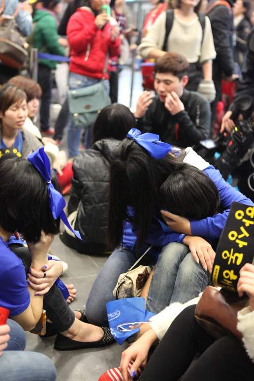 Fan Việt nức nở vì đón hụt sao Hàn - 12