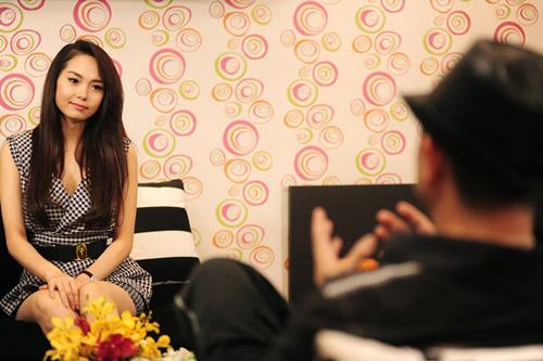 Minh Hằng rơi lệ nói về scandal - 1