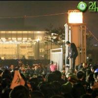 Đẩy cổng xông vào đêm nhạc hội Việt Hàn