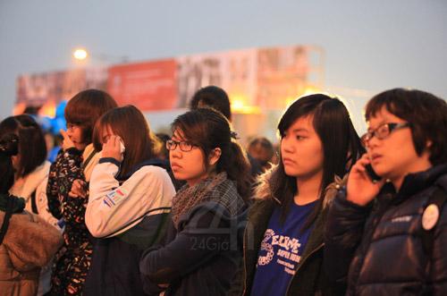 Đẩy cổng xông vào đêm nhạc hội Việt Hàn - 3