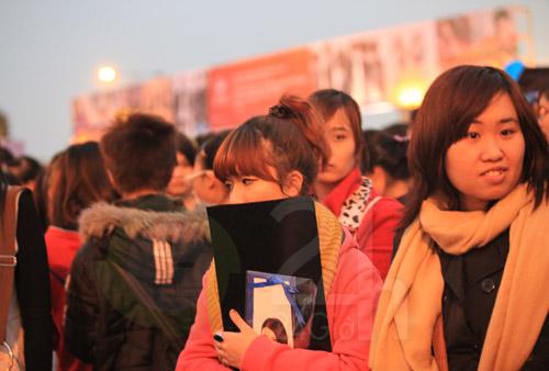 Đẩy cổng xông vào đêm nhạc hội Việt Hàn - 4
