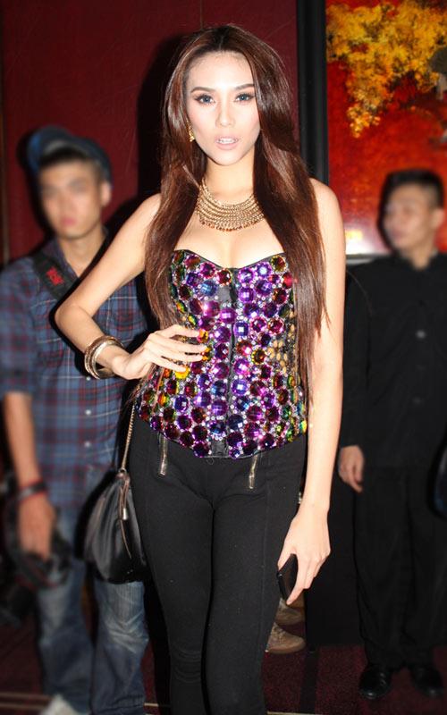 Sao Việt mặc váy đính đá... vô tội vạ - 3