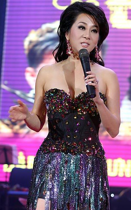 Sao Việt mặc váy đính đá... vô tội vạ - 4