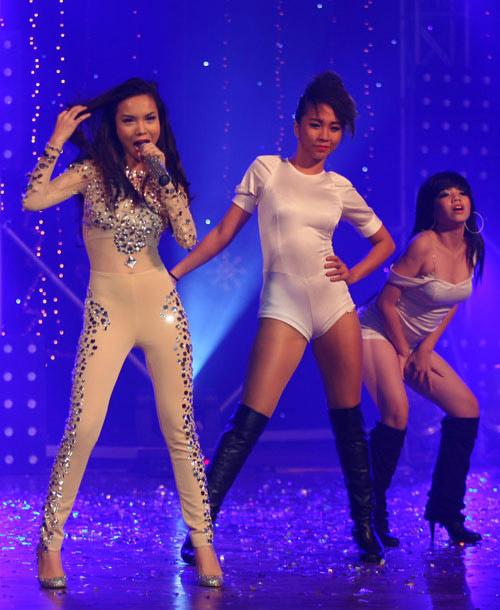 Sao Việt mặc váy đính đá... vô tội vạ - 16