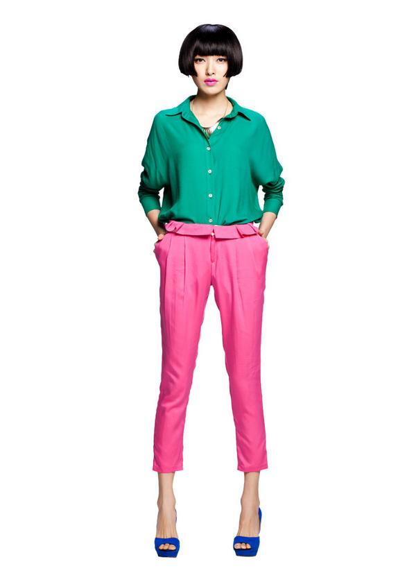 Nổi bật với chiếc quần màu mè - 1