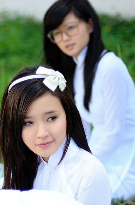 Hot girl Midu dịu dàng trong trang phục áo dài - 2