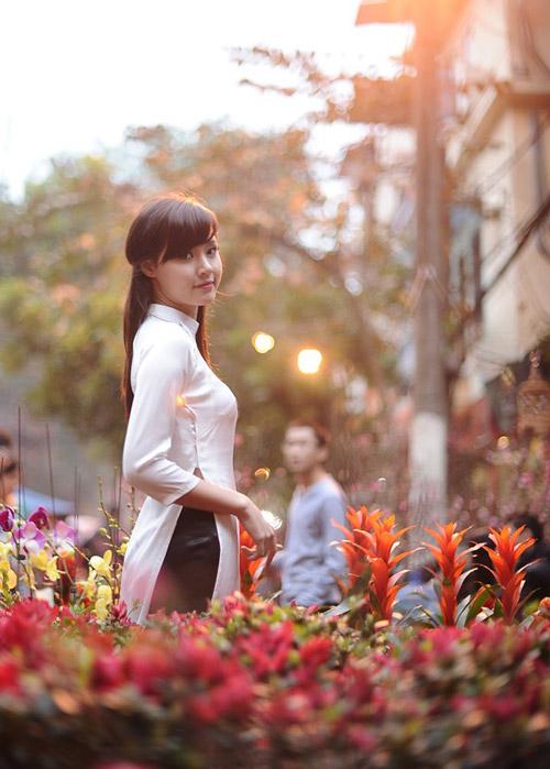 Hot girl Midu dịu dàng trong trang phục áo dài - 16