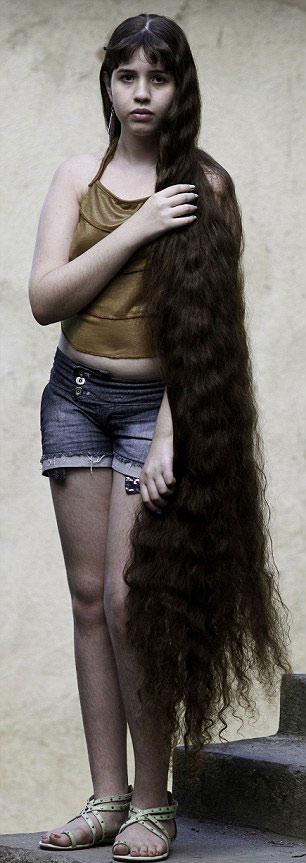 Cô gái và mái tóc dài gần chạm gót - 4