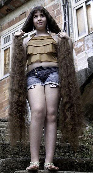 Cô gái và mái tóc dài gần chạm gót - 5