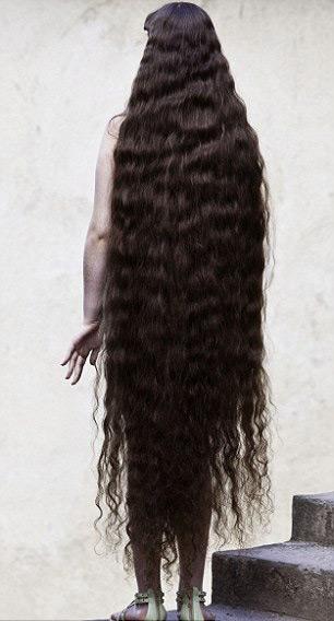 Cô gái và mái tóc dài gần chạm gót - 6
