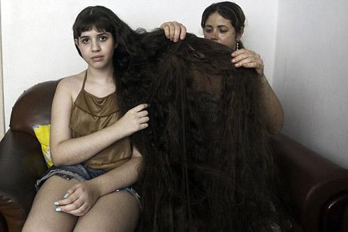 Cô gái và mái tóc dài gần chạm gót - 9