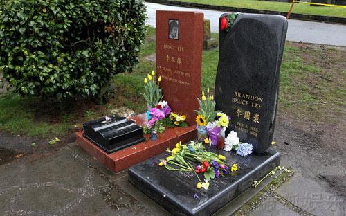 Thăm phần mộ của cha con Lý Tiểu Long - 2