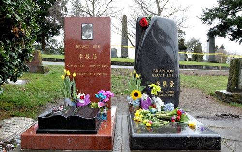 Thăm phần mộ của cha con Lý Tiểu Long - 1