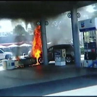 """""""Hoảng hồn"""" cháy dữ dội tại cây xăng"""