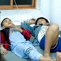 Gần 200 học sinh tiểu học ngộ độc thực phẩm
