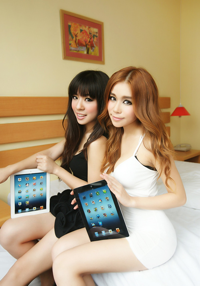 Chic my tnh bng New iPad ca Apple va ra mt  c nhng chn di cp k ngay bn cnh