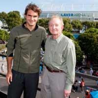 """Federer """"vượt mặt"""" tiền bối Rod Laver"""
