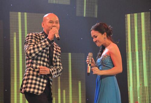 Vợ chồng Phan Đinh Tùng ngọt ngào trên sân khấu - 4