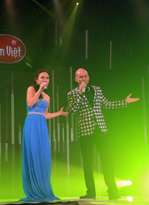 Vợ chồng Phan Đinh Tùng ngọt ngào trên sân khấu - 5