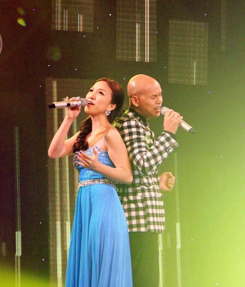 Vợ chồng Phan Đinh Tùng ngọt ngào trên sân khấu - 7