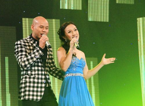 Vợ chồng Phan Đinh Tùng ngọt ngào trên sân khấu - 6