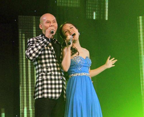 Vợ chồng Phan Đinh Tùng ngọt ngào trên sân khấu - 1