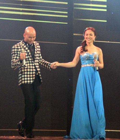 Vợ chồng Phan Đinh Tùng ngọt ngào trên sân khấu - 3