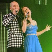 Vợ chồng Phan Đinh Tùng ngọt ngào trên sân khấu