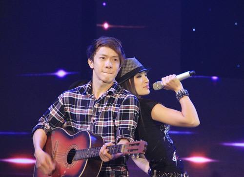 Vợ chồng Phan Đinh Tùng ngọt ngào trên sân khấu - 11