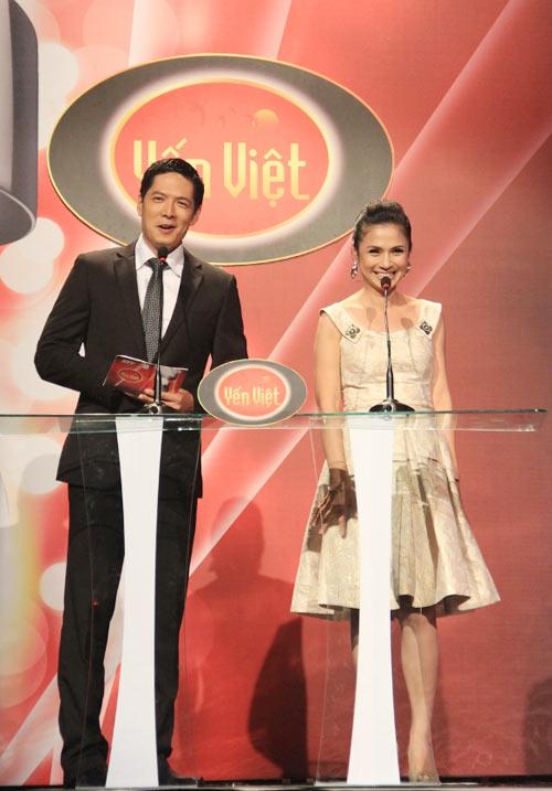 Vợ chồng Phan Đinh Tùng ngọt ngào trên sân khấu - 13