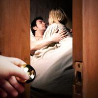 Mẹ chồng phá đám đêm tân hôn