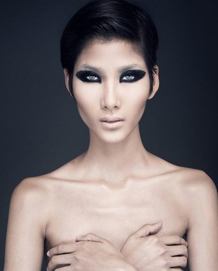 Hoàng Thùy, Lê Thúy chụp ảnh bán nude - 1