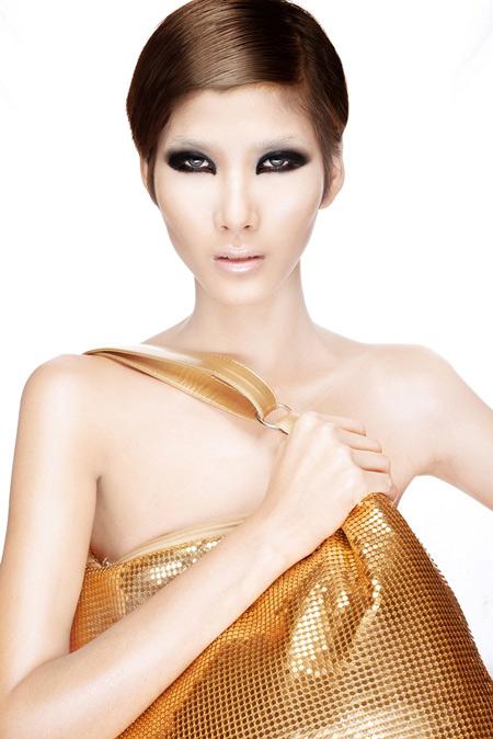 Hoàng Thùy, Lê Thúy chụp ảnh bán nude - 3