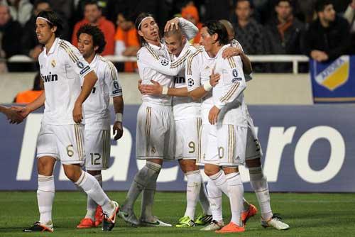 Sau lượt đi Tứ kết Cúp C1: Khách át chủ - 1